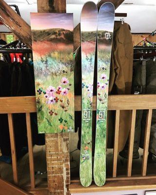 Just loving the #Maiden91 from @icelantic_skis so much we needed the print! #icelanticskis #returntonature #fattysdisplay
