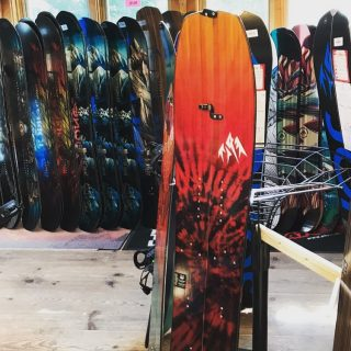 Look what we have here! The @jonessnowboards Mind Expander Split, a backcountry thriller! Come check out the new Jones selection. New stuff arriving daily! #jonessnowboards #mindexpandersplit #jonesfrontier #fattyssnowboards